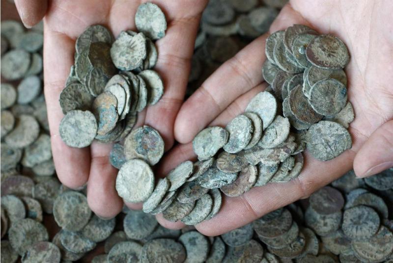 Moedas romanas descobertas no Reino Unido (Reuters)