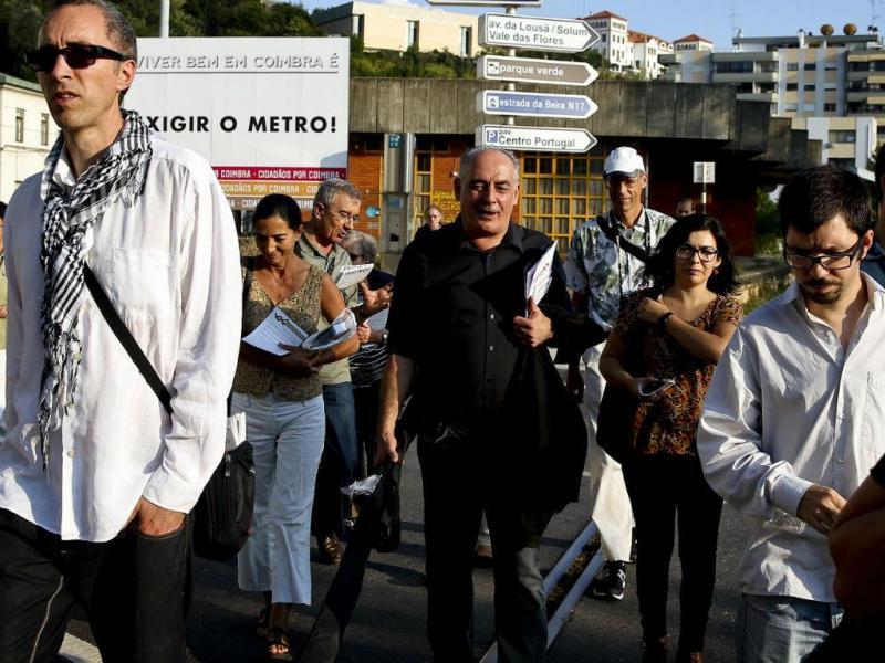 Arruada em defesa do Metro do Mondego (LUSA)