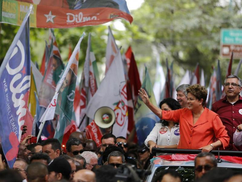Dilma Rousseff, candidata do PT, em campanha eleitoral (REUTERS)