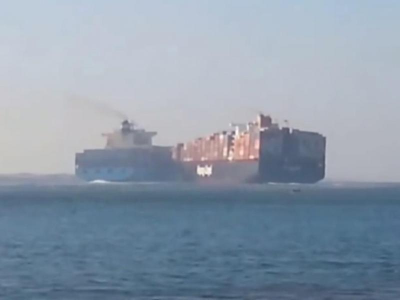 Dois navios colidem no canal de Suez (Reprodução/ Youtube/ PoliceInPortsaid)