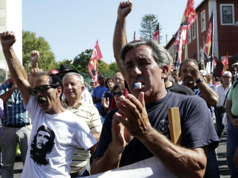 Manifestação de funcionários públicos pelas 35 horas semanais (LUSA)