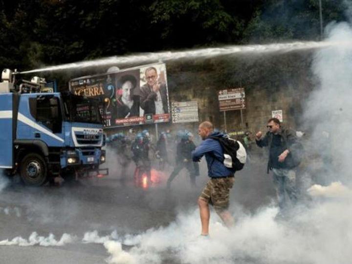 Milhares protestam em Nápoles contra o BCE [Foto: Reprodução/Twitter/@WaveOfActionUK]