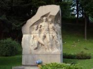 Estátua de quatro jogadores do Dínamo Kiev que participaram no Jogo da Morte