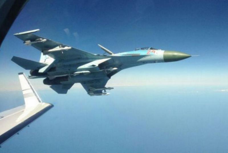 Jato russo sobrevoa avião sueco
