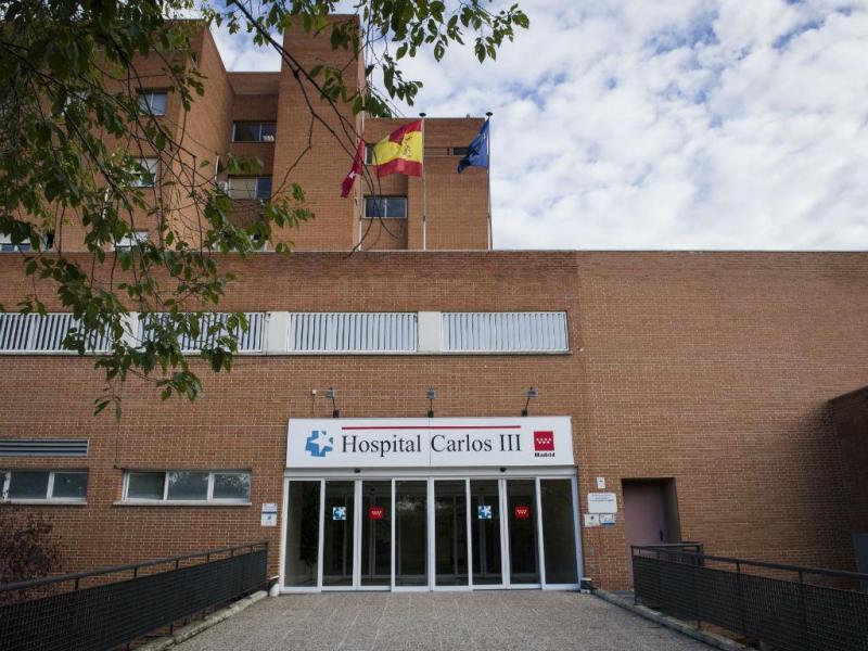 Hospital Carlos III, em Madrid (LUSA/EPA)
