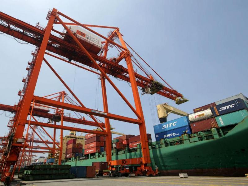 Exportações crescem 4,6%, importações quase o triplo