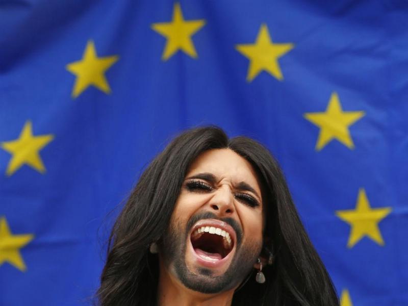 Conchita cantou no Parlamento Europeu contra a intolerância [Foto: Reuters]