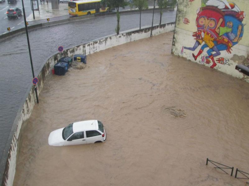 Mau tempo em Lisboa provoca inundações (euvi@tvi.pt)