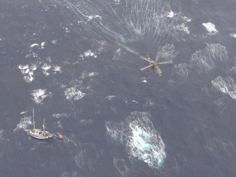 Salvamento de dois tripulantes suecos ao largo dos Açores (Marinha)