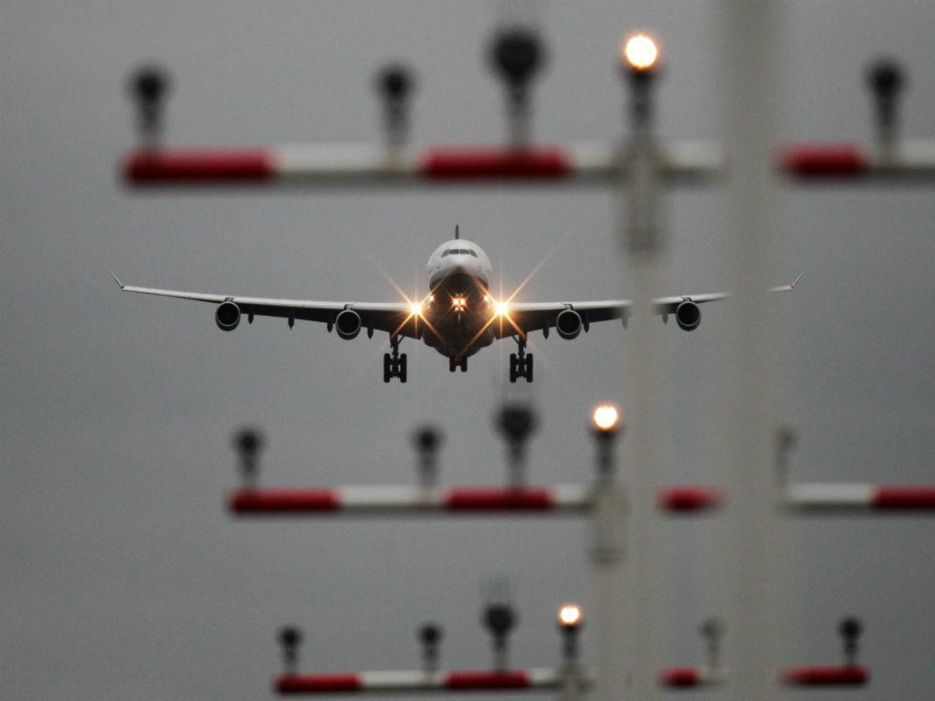 Avião (Lusa/EPA)