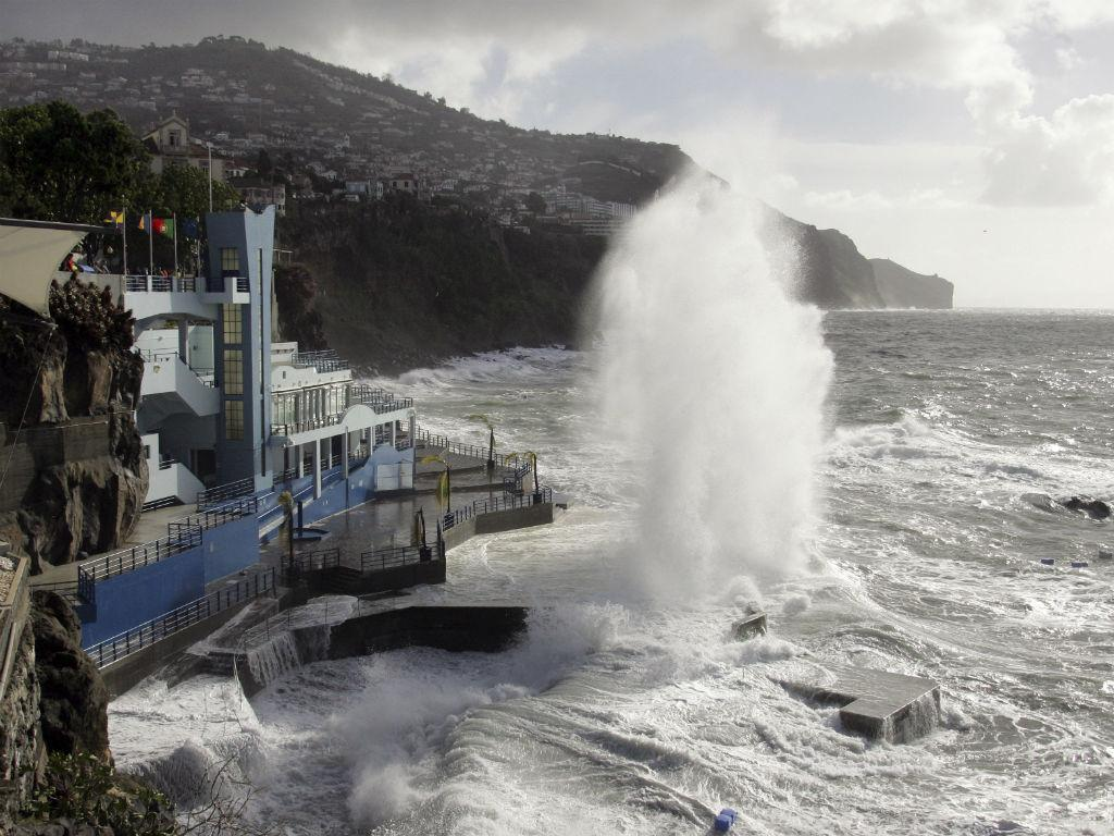 Agitação Marítima no Funchal (HOMEM DE GOUVEIA/LUSA)