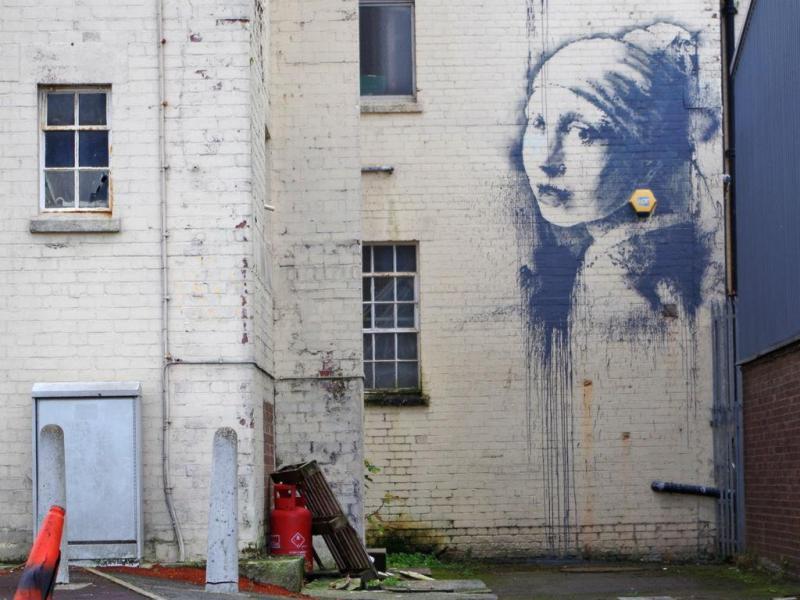«A Rapariga com o Tímpano Furado», o novo mural de Banksy
