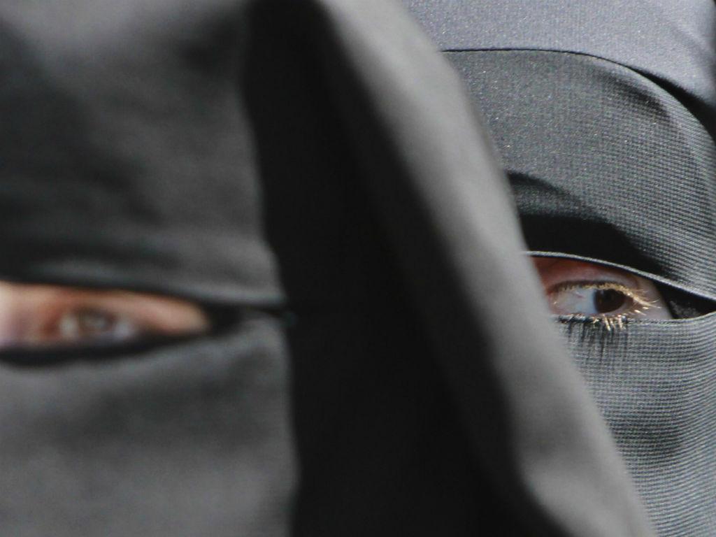 Véu islâmico - Niqab (REUTERS/Abed Omar Qusini)