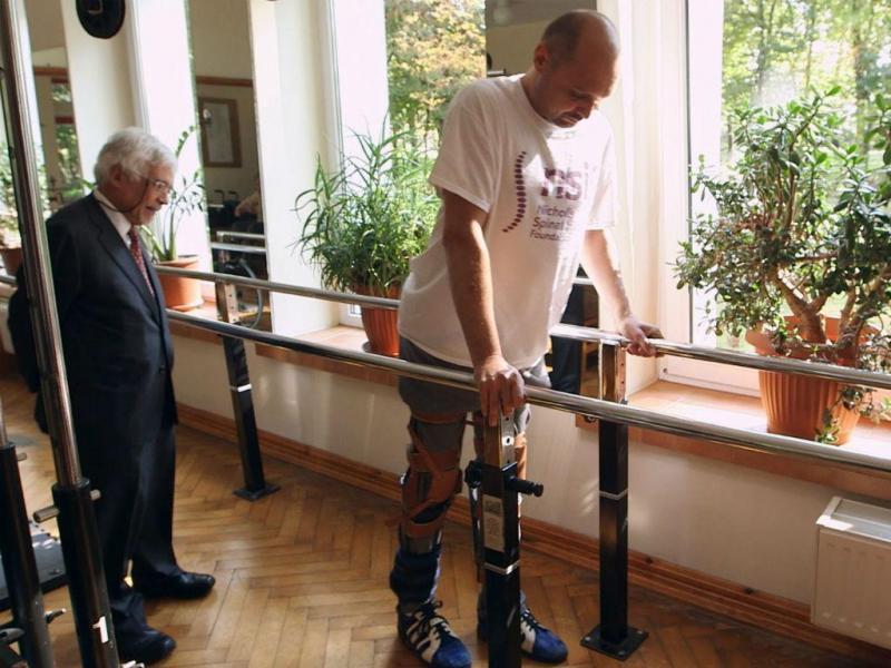 Homem paraplégico volta a andar (EPA/LUSA)