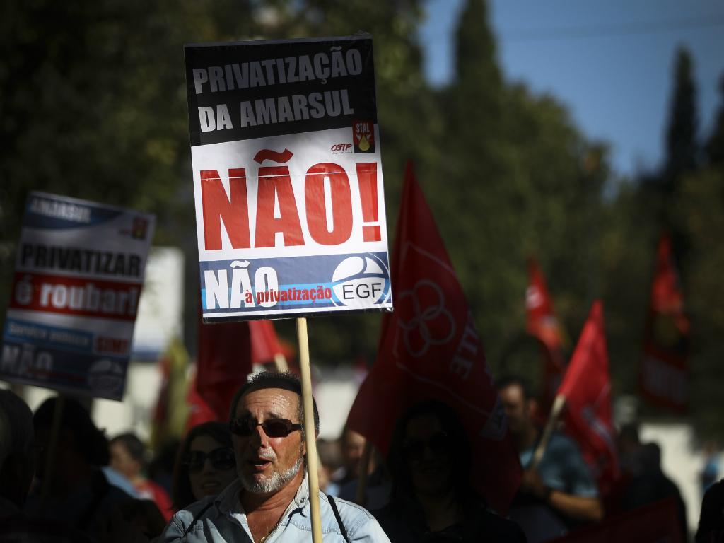 Centenas em protesto contra privatização da EGF