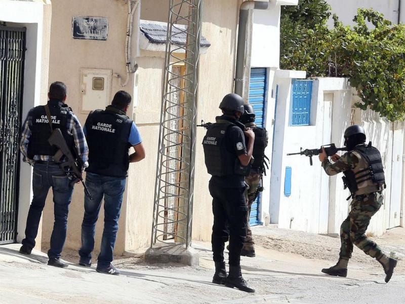 A dois dias de eleições, Tunísia enfrenta terroristas (Lusa/EPA)