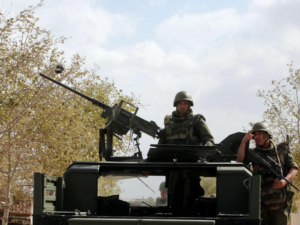 Tunísia enfrenta terroristas (Lusa/EPA)