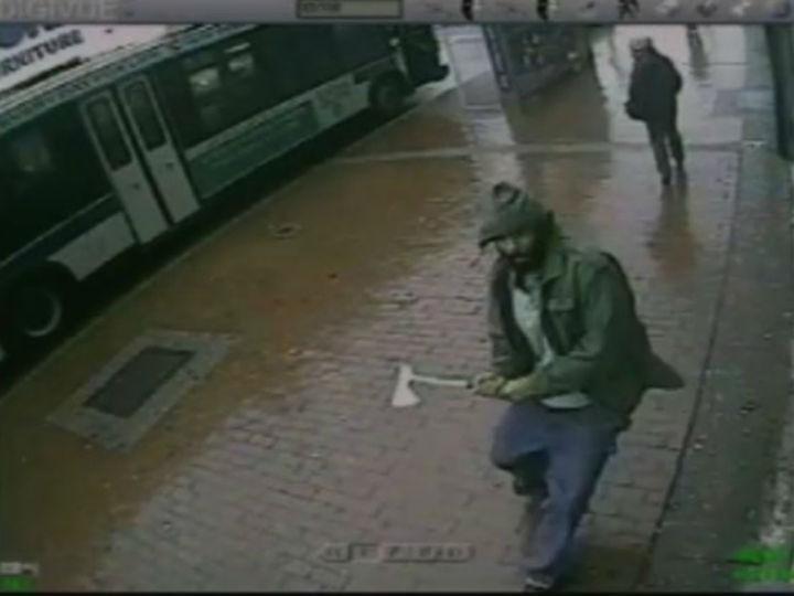 Homem ataca polícias de Nova Iorque com machado (NYPD)