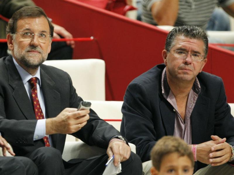 Francisco Granados com o chefe do governo espanhol (REUTERS)