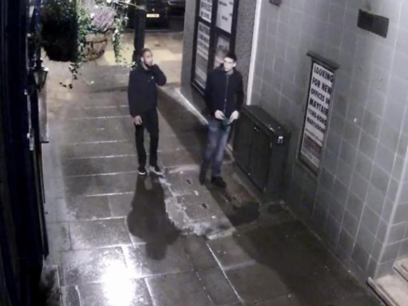 Câmara de vigilância «apanha» dois assaltantes em Londres