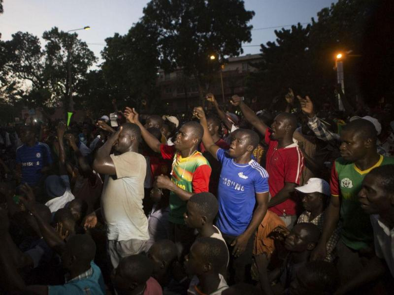 Protestos anti-governo no Burkina Faso (REUTERS)