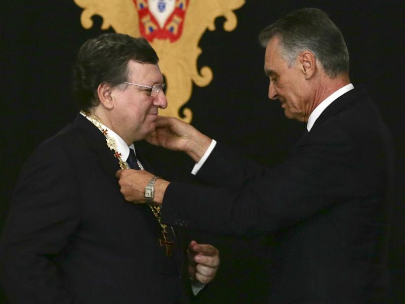 Cavaco condecora Durão Barroso [LUSA]