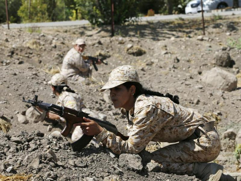 Mulheres curdas no combate ao EI (REUTERS)