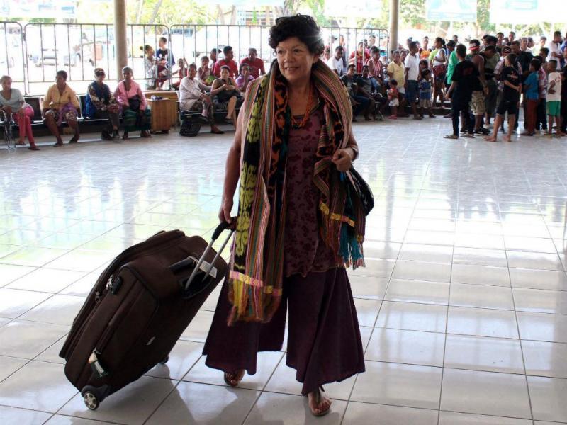 Magistrada portuguesa Glória Alves no aeroporto de Díli (ANTÓNIO AMARAL/LUSA)
