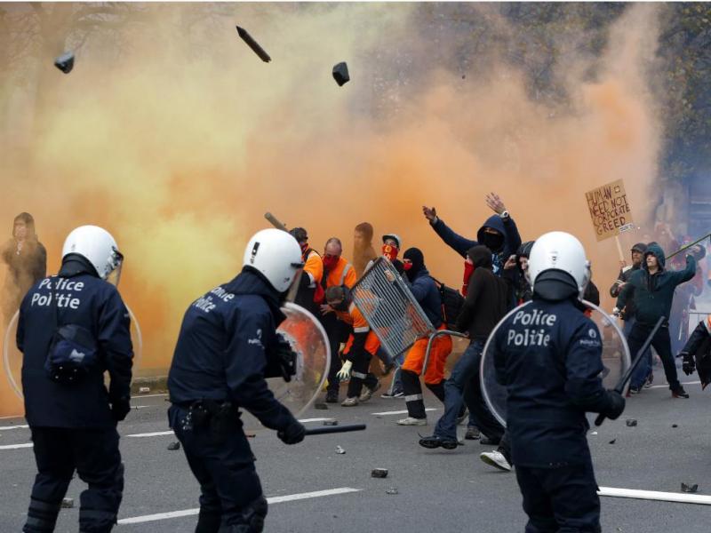 Confrontos com polícia belga em manifestação contra austeridade [Reuters]