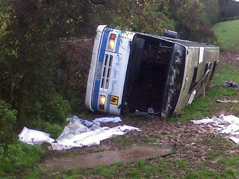 Autocarro capotado (West Midland Ambulance Service)