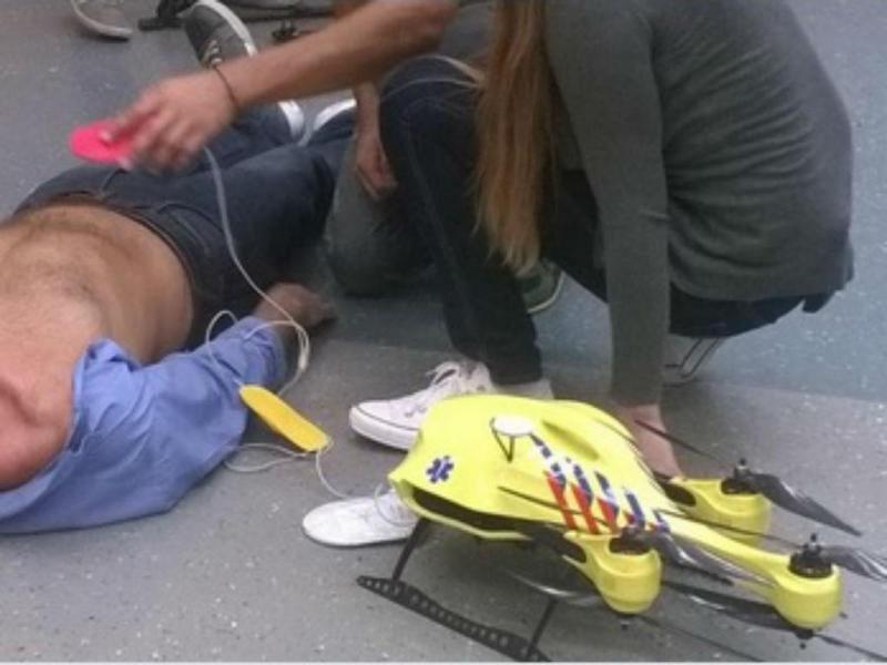 «Drone ambulância» [Imagem Twitter do autor Alec Momont]