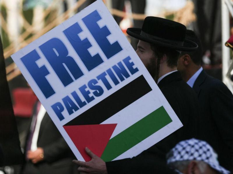 Judeus ortodoxos participam nas comemorações em Ramallah (EPA)