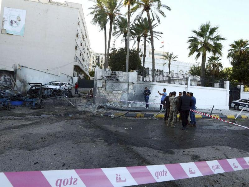 Ataques às embaixadas do Egito e dos Emirados em Tripoli (REUTERS)