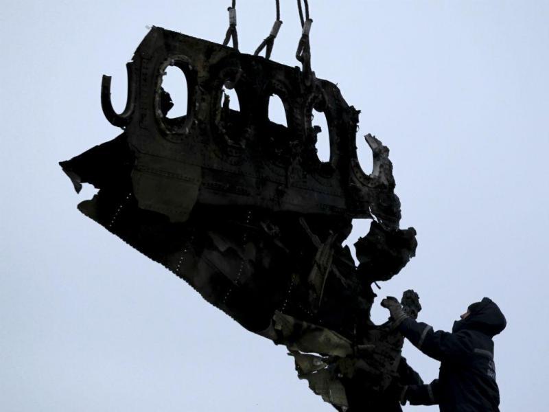 MH17: destroços do Boeing 777, da Malaysia Airlines, abatido na Ucrânia começaram a ser recolhidos (Reuters)