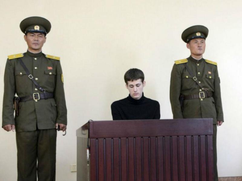 Imagem do julgamento de Matthew Miller na Coreia do Norte, divulgada pela agência oficial KCNA (REUTERS)