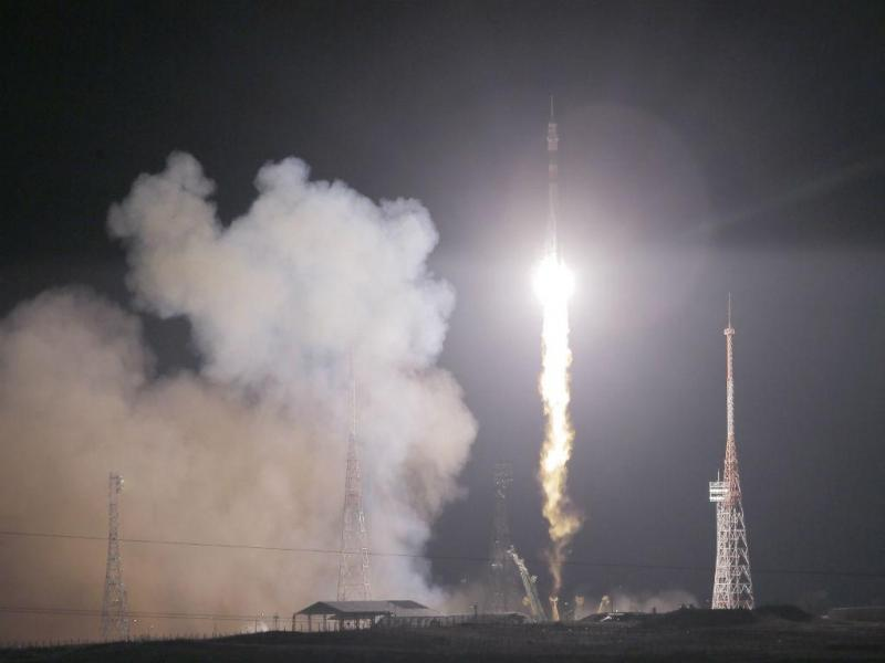 Soyuz parte do Cazaquistão para a EEI (LUSA/EPA)