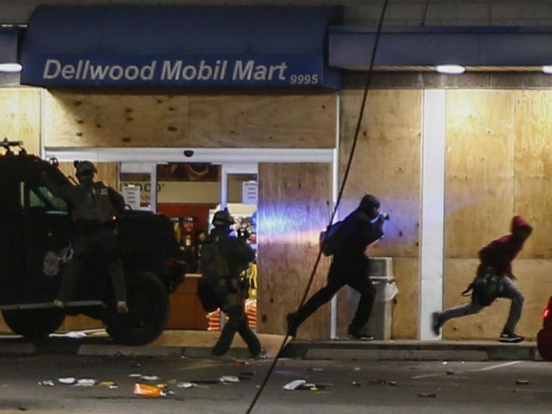 Ferguson: polícia que matou jovem não será julgado (Lusa/EPA)