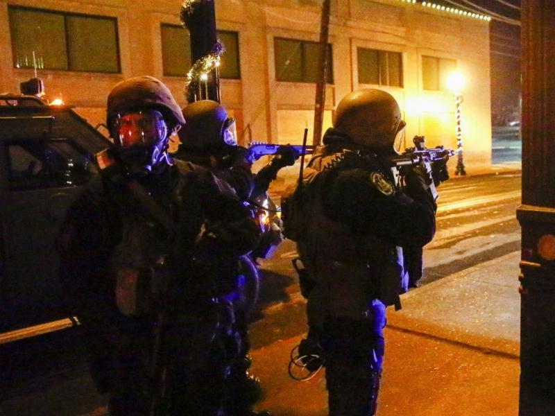 Onda de indignação após polícia ser ilibado estendeu-se a 170 cidades. Mais violência nas ruas (Lusa/EPA)