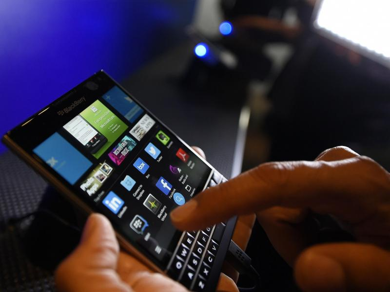Blackberry Passport (REUTERS)