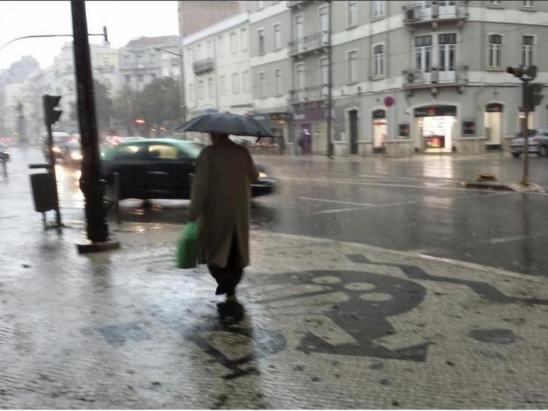 Mau tempo em Lisboa (Reprodução/Vincent Poursan/ Twitter)