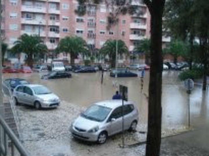 Cheias em Agualva-Cacém (Celeste Costa - euvi@tvi.pt)
