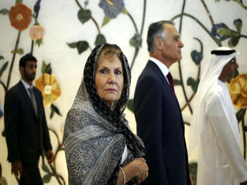 Aníbal Cavaco Silva acompanhado pela mulher, Maria Cavaco Silva, durante a visita em Abu Dhabi, Emirados Árabes Unidos (Lusa/ Estela Silva)