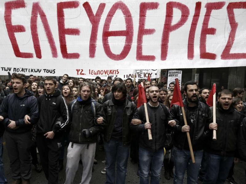 Protestos em dia de greve geral na Grécia [Foto: EPA]