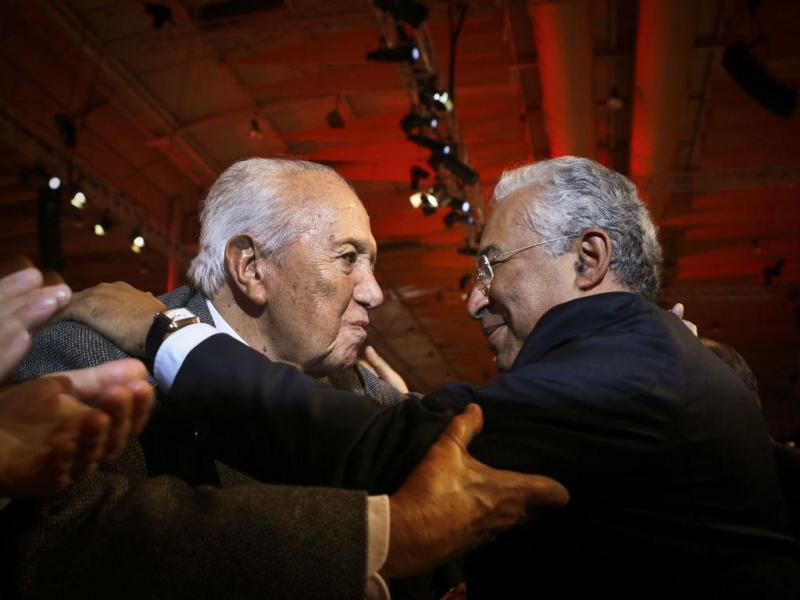 António Costa e Mário Soares no 2º dia do Congresso PS (LUSA)
