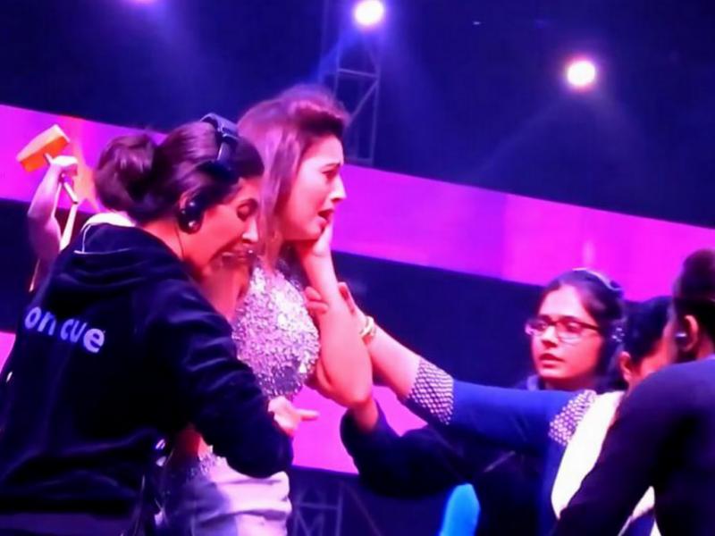 Atriz de Bollywood esbofeteada por usar vestido curto