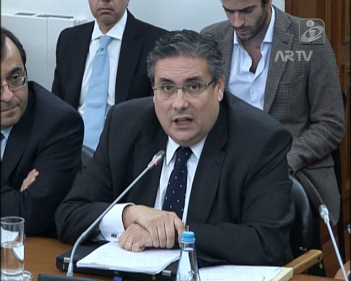 Carlos Abreu Amorim recomenda um livro a Salgado