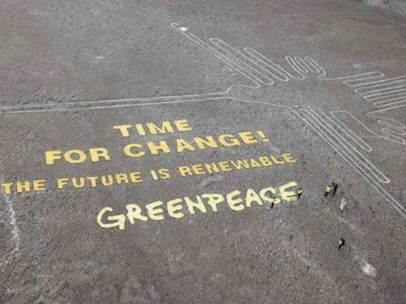 Protesto polémico da Greenpeace no Peru [Foto: Twitter]