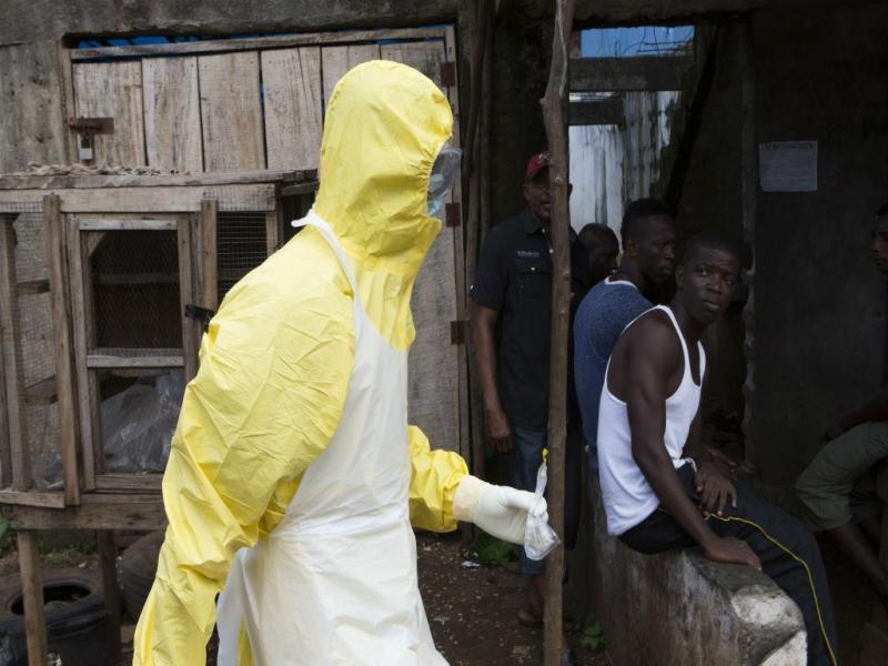 Combate ao ébola na Serra Leoa (REUTERS)