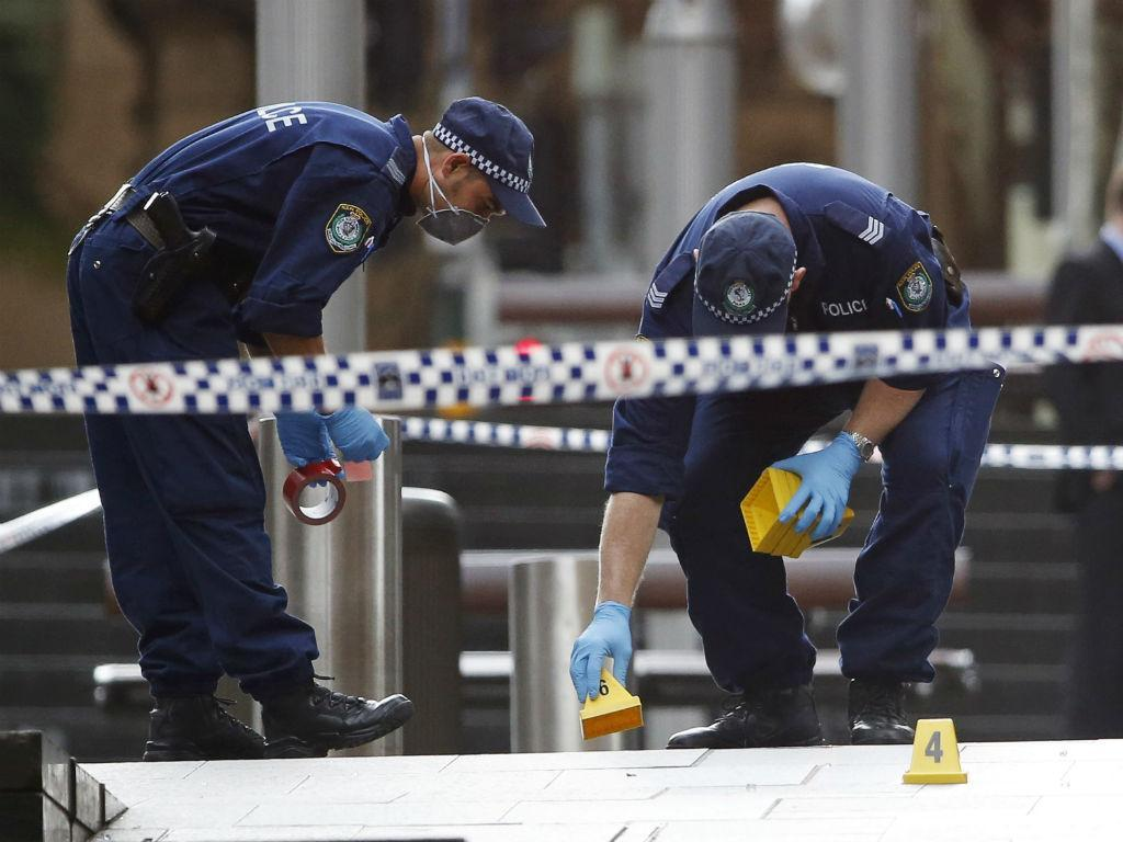 Polícia no local do sequestro em Sidney (Reuters)