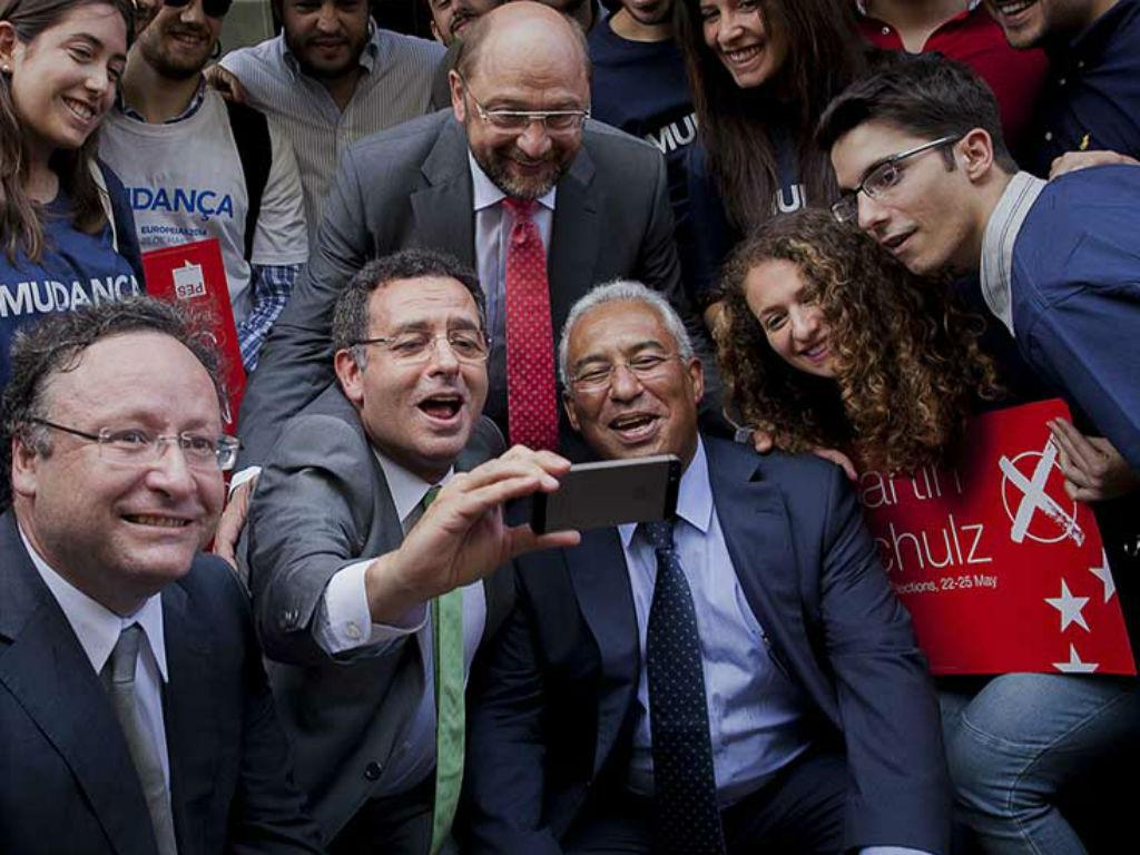 Selfie de António José Seguro, Francisco Assis e António Costa com Martin Schulz
